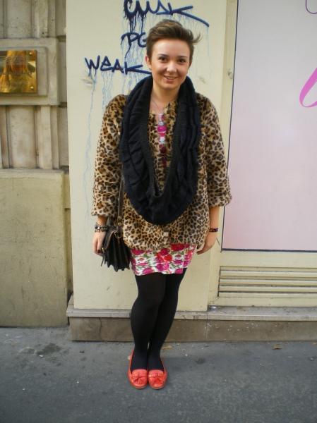 Street style mocassins leopard echarpe cou