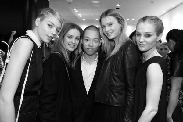 Martha Hunt, Julia Frauche, Jason Wu, Sigrid Agren et Elisabeth Gilpin