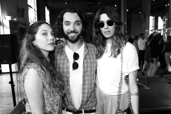 La styliste Camille Seydoux, Benjamin Cercio, en charge des relations publiques chez Louis Vuitton, et la creatrice de Sac Antonine Peduzzi