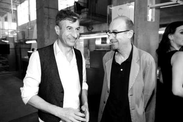 les artistes Maurizio Cattelan et Bernard Frieze